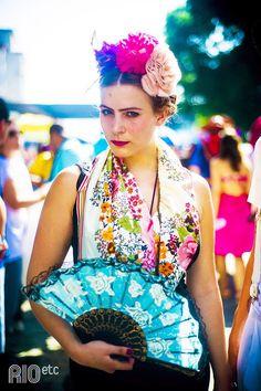 [:pt] Se tem um momento em que buscamos inspiração de acessórios, esse momento é o carnaval, não acham?? Porque ninguém quer sair pra folia sem um charme especial no visual, pra compor esse clima d…