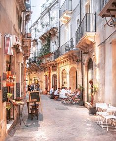 Take a look at some of the most beautiful streets in Italy that you must visit in your Italian vacation. Catania, Top Travel Destinations, Places To Travel, Oh The Places You'll Go, Places To Visit, Wonderful Places, Beautiful Places, Italy Street, Streets Of Italy
