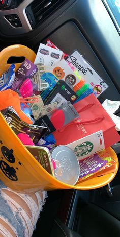 Cute Gifts For Friends, Birthday Gifts For Best Friend, Bff Gifts, Best Friend Gifts, Cute Birthday Gift, Birthday Gift Baskets, Best Friend Halloween Costumes, Halloween Gifts, Halloween Gift Baskets
