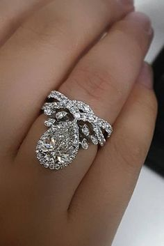 Unique Engagement Rings That Will Make Her Happy ★ See more: https://ohsoperfectproposal.com/unique-engagement-rings/ #engagementring #proposal