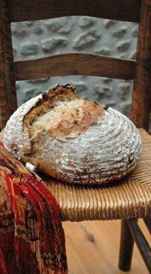 recette  1.2.3, pain au levain naturel  a. Je dispose de 210g de levain  b. Je le dilue dans 210g (= poids du levain) x 2 = 420g de liquide  c. J'ajoute 210g (=poids du levain) x 3 = 630g de farines  La quantité de sel varie entre 1.8% et 2% du poids de farine Sourdough Recipes, Sourdough Bread, Levain Bakery, Bread Ingredients, Bread And Pastries, Easy Bread, Fermented Foods, Bread Baking, I Foods