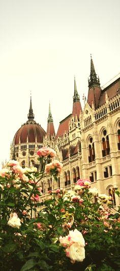 Um roteiro completo de 2 dias em Budapeste para você aproveitar sua viagem. Saiba o que fazer na cidade, quais pontos turísticos visitar e onde comer, para conhecer melhor Budapeste, a capital da Hungria