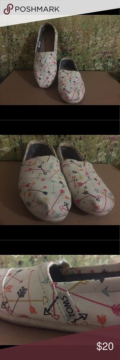 Toms (Arrow Prints) A bit dusty due to not being worn often. Otherwise they are still in good condition. TOMS Shoes Flats & Loafers