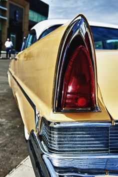 https://flic.kr/p/chXKkC | Yellow Lincoln Tail Fin | I think the tail fin on old classic cars like this Lincoln gives such class that you just don't see in today's version.