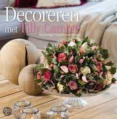 Decoreren met Tilly Cambre English Style, Place Card Holders, Table Decorations, Flowers, British, Home Decor, Party Ideas, Watch, Books
