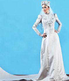 Lengkapkan gaya muslimah anda dengan sentuhan turban moden dengan perincian batu, kristal dan manik.