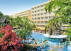IFA Catarina is een 4-sterren hotel met een grote tuin met 2 zwembaden, waarvan 1 verwarmbaar, en 2 jacuzzi's.  Naast tafeltennis en darts is er tegen betaling tennis en massage mogelijk. Voor de kinderen is er een kinderbad met een kinderjacuzzi, miniclub en een speeltuin.  Voor eten en drinken zijn 4 bars, een restaurant en een a la carte restaurant.  Het winkel-/uitgaanscentrum Cita ligt op 300 meter. Er rijdt een hotelbusje een paar keer per dag naar het strand.  Officiële categorie ****
