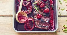 Barbecue original : des travers de porc au jus de betterave Barbecue Original, Beetroot, Plum, Fruit, Food, Strawberry Juice, Raspberry, Pineapple, Grilled Pork