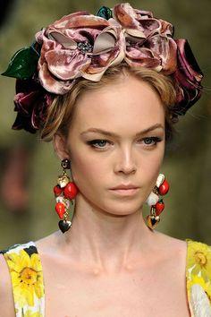 Tocado de flores de Dolce & Gabbana.