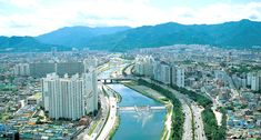Daegu Facts: Population of approximately 2.5 million people, entirely homogeneous except for some 20,000 Chinese. Six languages are spoken and the hottest month is August.