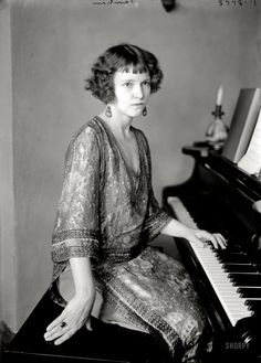 Woman at the piano, New York, ca. 1922. Name on photo is Farrahan (or Farnham?)