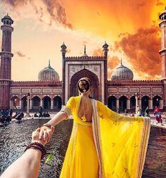 Photographer Follows Girlfriend While Traveling to Breathtaking Indian Landmarks - My Modern Met