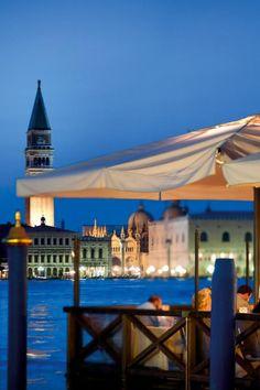 La terrasse du Cip's Club à l'hôtel Belmond Cipriani Beautiful Places To Travel, Romantic Travel, Beautiful World, Venice Simplon Orient Express, Overseas Travel, Responsible Travel, Grand Canal, Travel And Leisure, European Travel