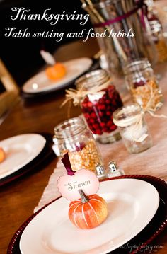 Im Topsy Turvy: Thanksgiving Table Settings and Printables