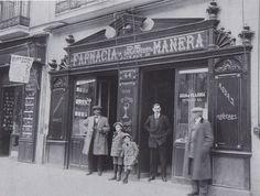 Farmacia de Manera, situada en la Calle Serrano, nº 44. Principios del Siglo XX. Autor desconocido Colección Izquierdo-Mariblanca.