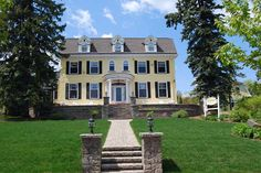 A vintage #home style #wedding would be amazing in this beautiful bed and breakfast near the shores of Lake Superior!  A.G. Thomson House http://thomsonhouse.biz/  Photo Credit: Paramount Pixels http://paramountpixels.net/