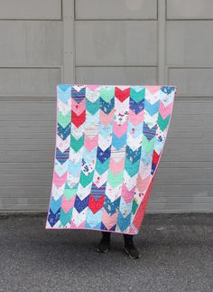 I've been meaning to update my first simple heart quilt tutorial for years, so this is just a fresh update! I also finally made a pretty printable pattern for Heart Blocks in multiple size… Strip Quilts, Easy Quilts, Quilt Blocks, Children's Quilts, Cluck Cluck Sew, Scrap Busters, Quilt Modernen, Michael Miller Fabric, Doll Quilt