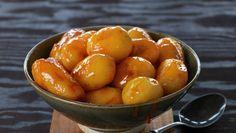 Glaserte poteter   Oppskrift - MatPrat Pretzel Bites, Nom Nom, Dinner Recipes, Tasty, Bread, Food, Caramel, Brot, Essen