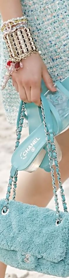 Chanel Frühling Sommer 2019 Ready To Wear l Details - Mode 2019 Coco Chanel Mademoiselle, Chanel Resort, Chanel No 5, Chanel Spring, Turquoise, Classic Chic, Teal Green, Aqua, Fashion Brand