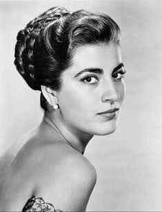 Irene Papas (born 3 September is a Greek actress and occasional singer, who has starred in over seventy films in a career spanning more than fifty years. Classic Actresses, Actors & Actresses, Hollywood Glamour, Old Hollywood, Hollywood Icons, Irene Papas, Divas, Zorba The Greek, Non Blondes