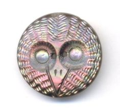 Antique-Button-Beautiful-Carved-Pink-Iridescent-Pearl-OWL-FACE