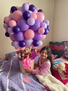 Balloon Centerpieces, Balloon Decorations Party, Birthday Party Decorations, Happy Birthday Girls, Birthday Box, Surprise Box Gift, Bubble Balloons, Balloon Gift, Barbie Party