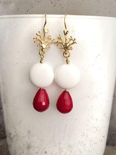 Orecchini eleganti d'argento dorato 925 con pietre dure agata bianca agata rossa e corallo argento dorato di LesJoliesDePanPan su Etsy
