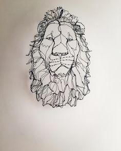 """Gefällt 1,463 Mal, 14 Kommentare - HAyU ✴︎小川学 (@hayu_animal) auf Instagram: """"毎回、少しずつ大きくなっているライオン。 ・ 周りとのバランスがあるので今回(京都)が最大かと思います。 ・ 最近は 並べて置く事を前提として…"""" Middle School Art Projects, Art School, Wire Art Sculpture, 3d Prints, Crafty Craft, Art Object, Lions, Objects, Paper Crafts"""