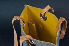 dbeffea17ce Grijze vilten tas mostergeel gevoerd 45x36 cm Handgemaakte Handtassen,  Gevoelde Zakken, Tassen Ontwerp,