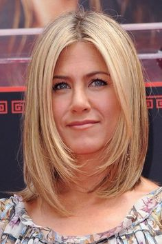 Jennifer Aniston never gets it wrong. We love this long bob on her.