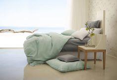 feng shui wanddeko wohnzimmer gr nes sofa kaffeetisch. Black Bedroom Furniture Sets. Home Design Ideas