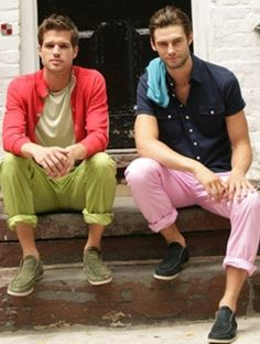 Antony Jerram and Glen Herder, Men's Spring Summer Street Style Fashion. love how these guys are rocking Color:the tonal greens popped w/watermelon AWESOME Mens Colored Pants, Men's Street Style Photography, Dapper Men, Street Style Summer, Trendy Style, Men's Style, Mens Fashion, Style Fashion, Beau Brummell