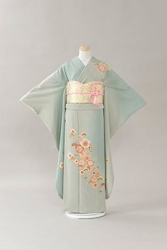 Traditionally, I'm not supposed to wear the extravagantly long sleeves as a married woman, but boy is this one pretty.