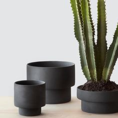 Show your plants some love with these chic planters and pots that elevate your whole decor. The most stylish planters for your indoor plants, from Ferm Living, Target, The Citizenry, Areaware and more. Ceramic Planters, Planter Pots, Clay Planter, Vases, Keramik Design, Black Planters, Rattan Side Table, Paperclay, Online Furniture Stores