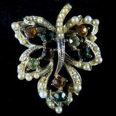 Beautiful, Vintage Goldtone Rhinestones & Faux Pearls Leaf Brooch – Signed Coro