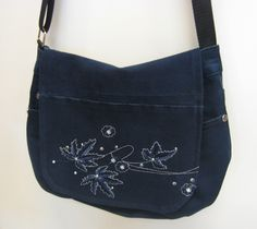 Kierrätys farkkulaukku - Recycled jeans bag Recycle Jeans, Recycled Denim, Fashion Bags, Recycling, Clothes, Shoes, Bags, Outfits, Fashion Handbags