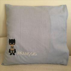 Coussin de sieste, brodé super héros quand il était petit  bleublondrose.canalblog.com