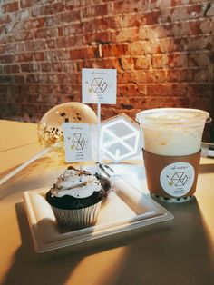 Exo Merch, Aesthetic Korea, Kawaii Bento, Tea Eggs, Exo Korean, Fans Cafe, Time To Eat, Macarons, Party Time