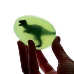 """Adorei essa ideia!!!! Sabonete de """"ovo de dinossauro"""" ... Coloquei um vídeo muito legal lá na fanpage #materniarte #grupomamaesdesp"""