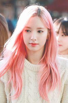 South Korean Girls, Korean Girl Groups, Veronica, Teen Celebrities, Figure Poses, Asian Hotties, Cosmic Girls, Sweet Girls, Girl Crushes
