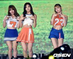 ガールズグループTwiceが8日午後、高尺(コチョク)スカイドームで開かれた「2018平昌K-POPフェスティバル」でステージを披露した。