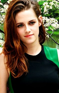 Kristen Stewart! THATS SO YOUR COLOR,BLACK AND GREEN
