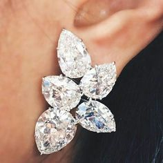 @harrywinston. 45cts of diamonds earrings perfection. Spectacular jewel.