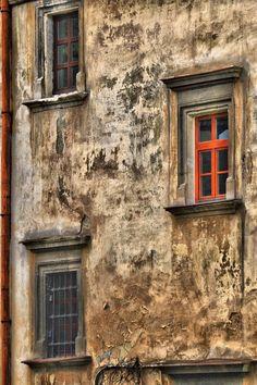 Lviv, Ukraine | ^ https://de.pinterest.com/irinalubskaya/%D1%80%D0%B0%D0%B1%D0%BE%D1%82%D0%B0/