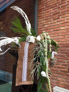 Winterdekration mit Filz und Spitze