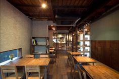 日暮里「ハギ カフェ」はアートが香る古民家カフェ - macaroni Japanese Coffee Shop, Ramen House, Japanese Style House, Ramen Restaurant, Small Restaurants, Old Houses, Interior Design, Modern, Room