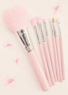 Pink makeup brushes ♡