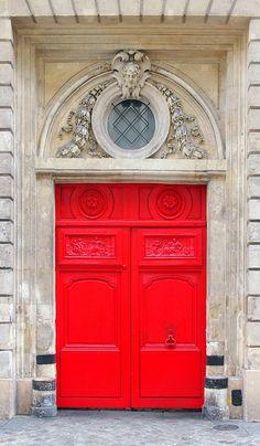 #Paris et ses belles portes aux #couleurs flamboyantes Plus
