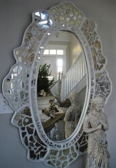 mosaic mirror - mirrored Frame with white grout DIY idea Mosaic Wall Art, Mirror Mosaic, Mosaic Diy, Mosaic Crafts, Mosaic Projects, Mosaic Glass, Mirror Mirror, Stained Glass, Etched Mirror