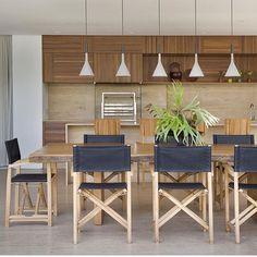 Varanda gourmet l Cadeiras e pendentes valorizando a mesa de madeira adorei! Projeto Solange Calio #gourmet #instadecorando #instadecor #homedecor #cool #arquiteta #architect #amazing #photo #wood #interiordesign #arquitetura #instamood #decor #moveis #instacollage #decora #blogfabiarquiteta #fabiarquiteta  http://ift.tt/1hQOncn by fabiarquiteta